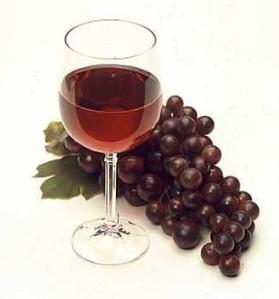 ¡No beba vino, contiene cianuro!