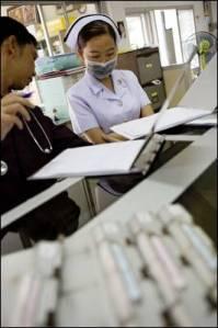 En el Templo del Sida, en Tailandia, se acoge a los enfermos terminales. - - ÁNGEL NAVARRETE