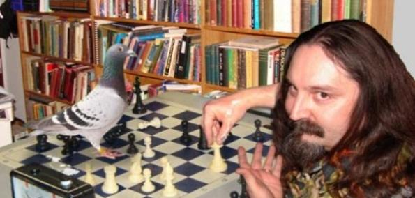 Creacionista ganando al ajedrez a un barbudo