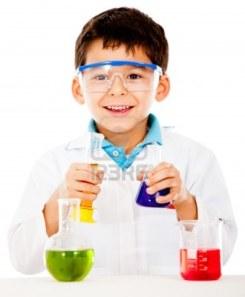 niño investigando