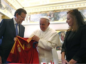papa francisco camiseta seleccion española futbol
