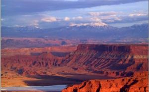 El Paradox basin es una cuenca asimétrica, desarrollada a lo largo del flanco suroeste del pico Uncompahgre en el sureste de Utah y el suroeste de Colorado, EE.UU..