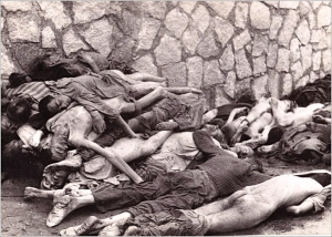 Cadáveres junto al muro de Mauthausen