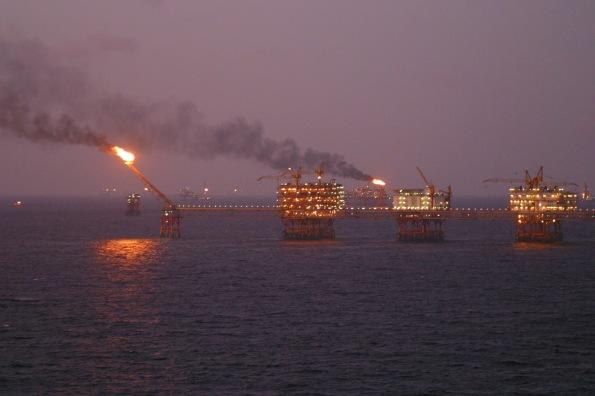 an_oil_rig_offshore_vungtau plataforma petrolifera