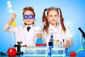 dos-ninos-haciendo-experimentos-cientificos-educacion