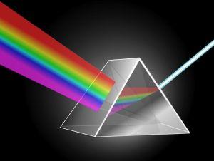 Refraccion-de-la-luz-blanca-en-un-prisma-de-cristal.jpg